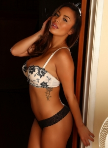 Justene In A Sexy White Bra And Matching Lace Panties - Picture 2