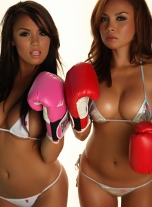 Justene Jaro And Her Sister Dawn In Skimpy String Bikinis - Picture 11